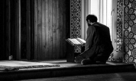 muslim man reading the holy quran
